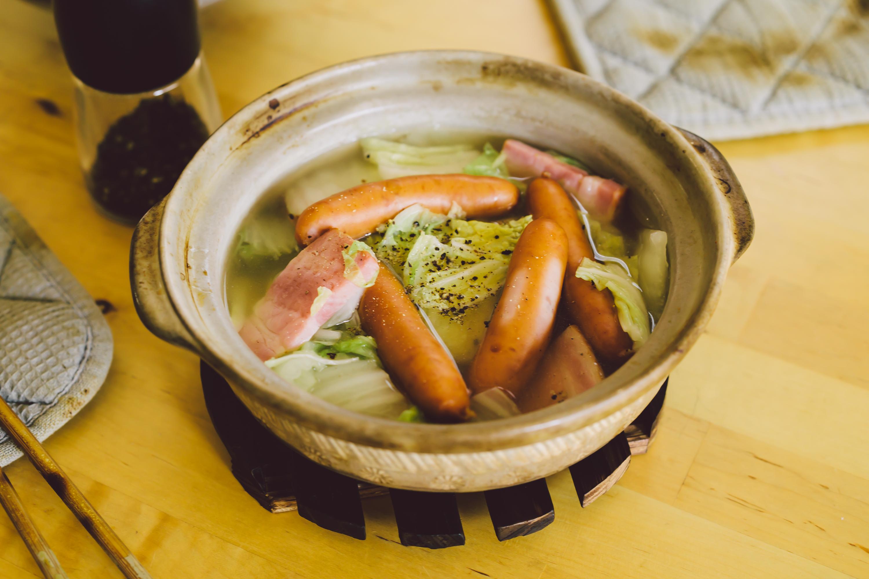 【俺の三つ星★★★サボリ飯】〜ソーセージと厚切りベーコンのポトフ風ズボラ鍋〜